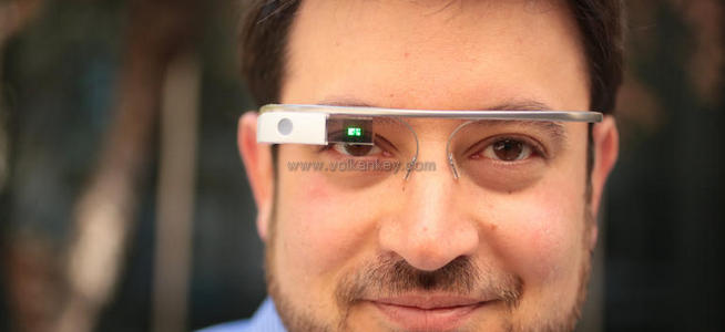 Hostesler de Google Glass Giydi